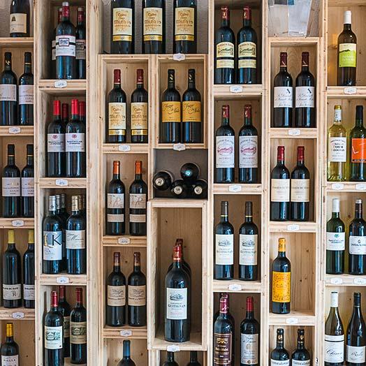 selection de vin rouge, vin blanc, rosé et champagne