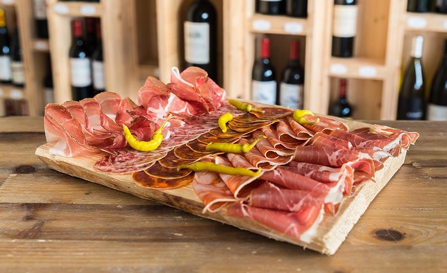 Charcuteries italiennes et française, saucisson, jambon bellota pata negra, chorizo