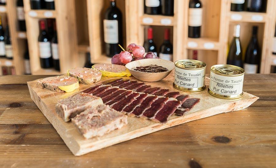 Planche magrets de canard séchés, foie gras, rilette