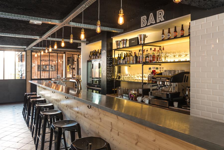 Bar à vins à Le Bouscat, barrière du Médoc