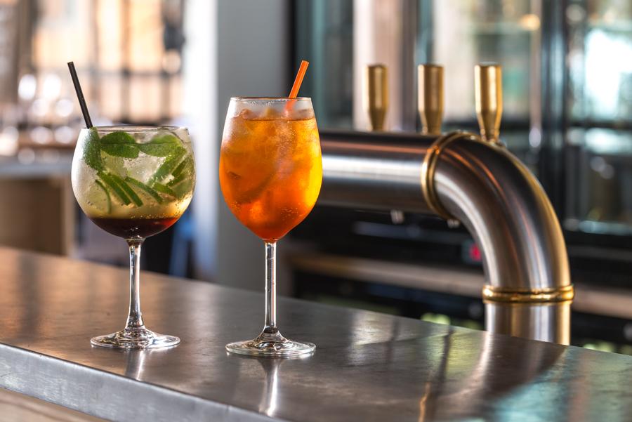Boire des cocktails en terrasse à Bordeaux